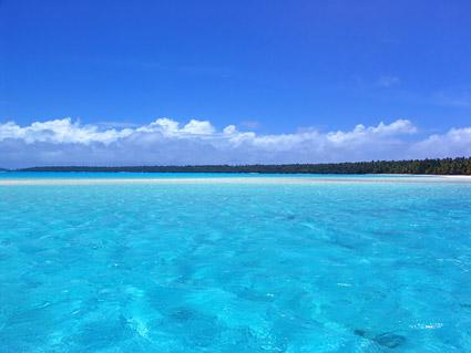 青い空と青い海の絵の品質の素材
