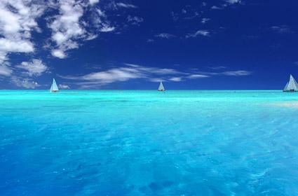 青い空と青い海の画像素材-2