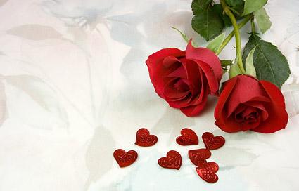 Duas rosas vermelhas e imagem em forma de coração