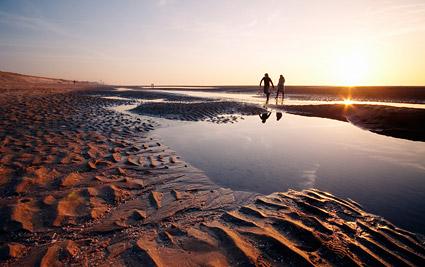 เย็นหาดรักภาพวัสดุ