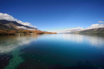 Спокойное озеро картина материал