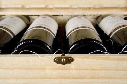 Um caso de material vermelho vinho imagem