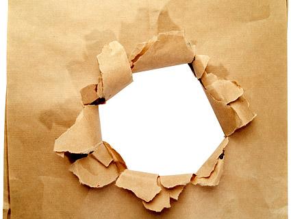 Trou dans le matériel d'image de papier