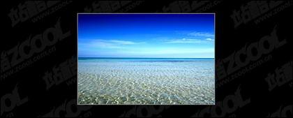 青い海と青い空の写真素材